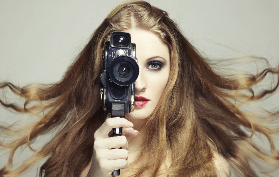 woman-camera-elec